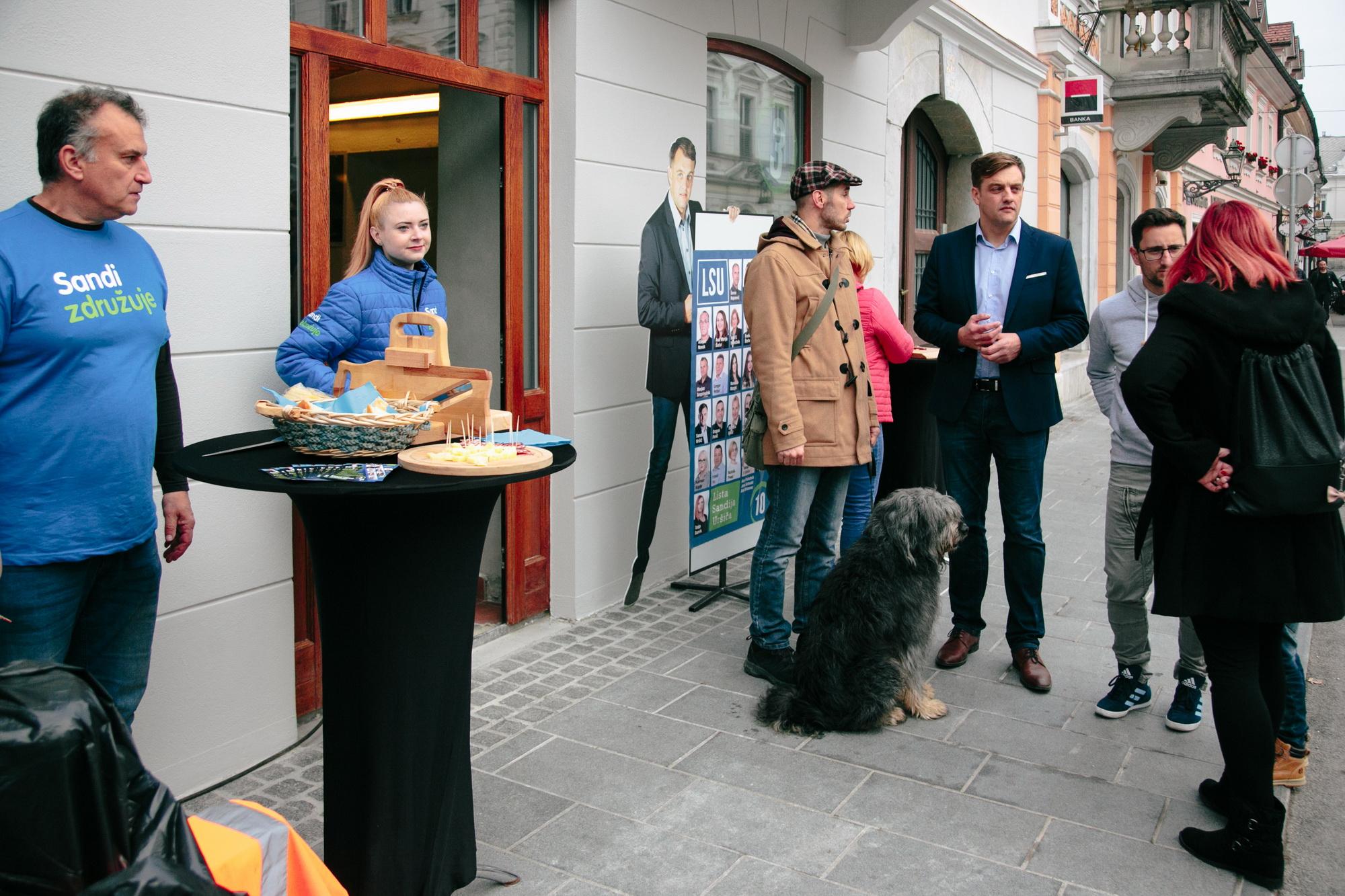Vse do konca volitev bo na Glavnem trgu 13 v Kamniku odslej delovala volilna pisarna županskega kandidata Sandija Uršiča in Liste Sandija Uršiča. Vtisi ob odprtju pisarne so čudoviti. Prišlo je veliko ljudi, ki jim ni vseeno za prihodnost Kamnika, pogovarjali so se z ekipo Sandija Uršiča in županskim kandidatom in se okrepčali z […]